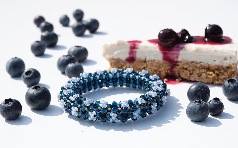 Floris beaded bangle with vegan blu-berry cheesecake
