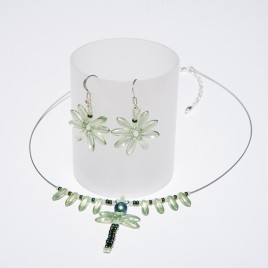 Mini Studio – Dragonfly Necklace and Earrings - Free Jewellery Making Instructions
